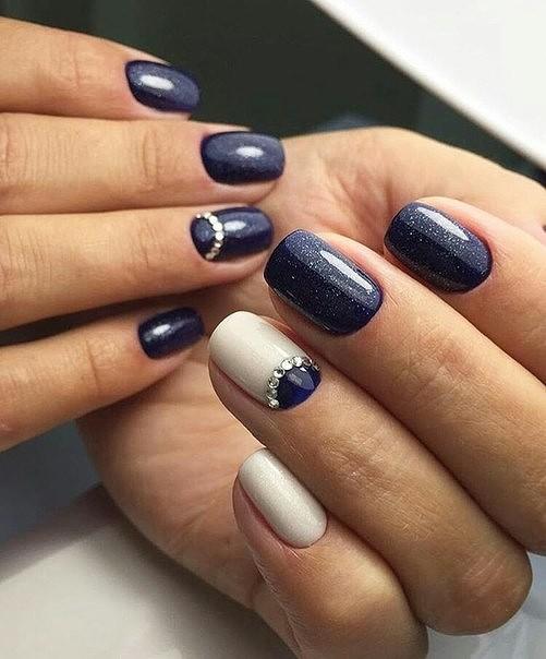 Дизайн ногти синий с белым