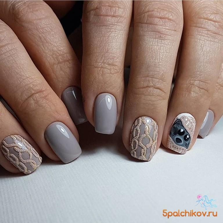 вязаный маникюр с мишкой фото стильного дизайна ногтей