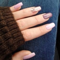 Маникюр два пальца с блестками