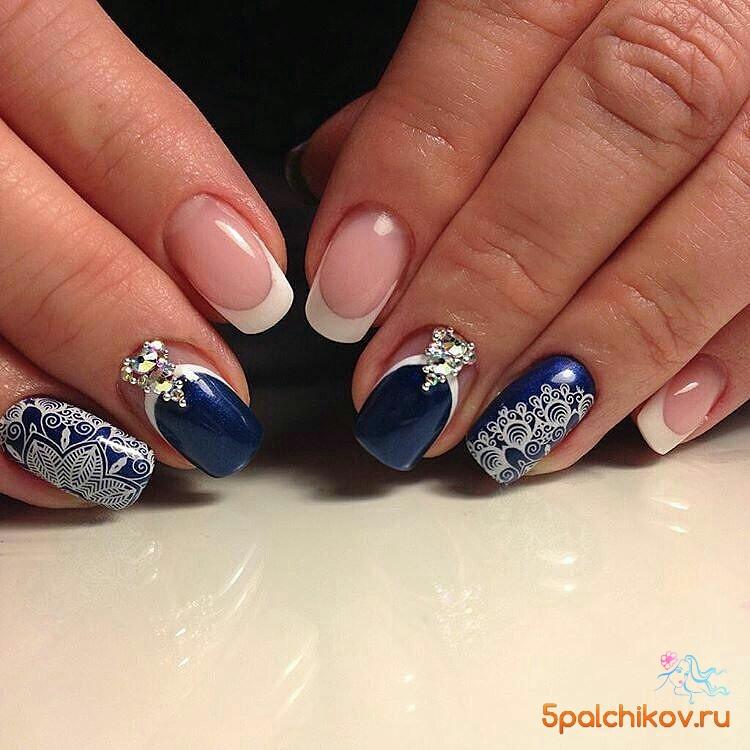 Ногти синий с белым дизайн