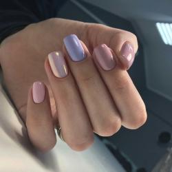 Розовый голубой маникюр