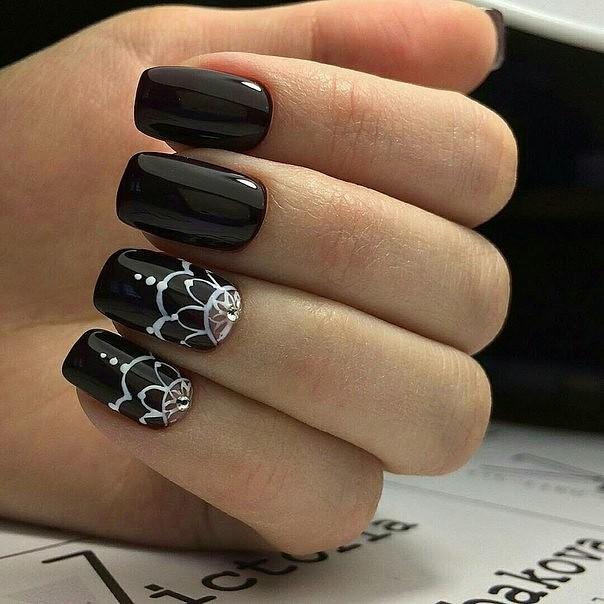 Ногти в черном цвете фото