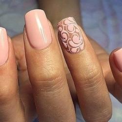 Дизайн ногтей с рисунком на одном пальце