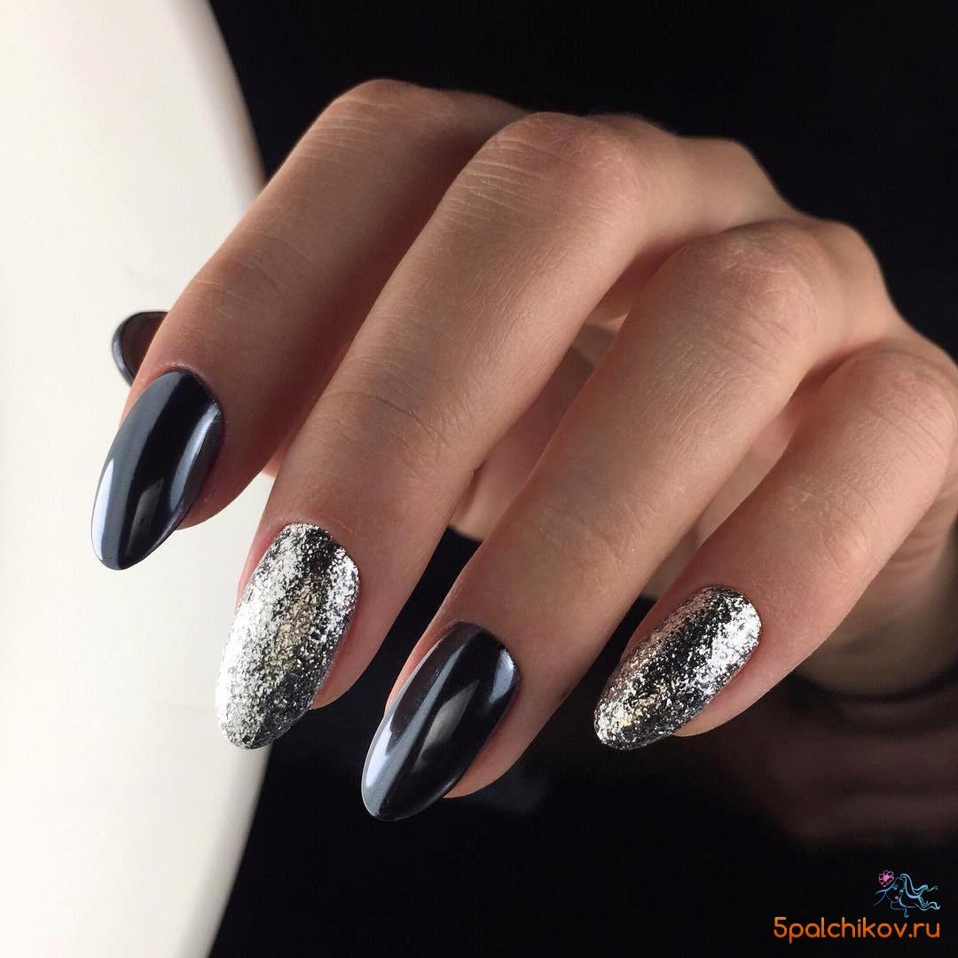 Черный дизайн ногтей с блестками на двух пальцах - фото ...