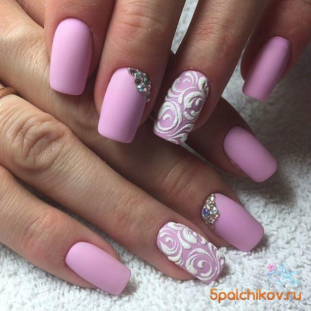 Дизайн ногтей розовый со стразами