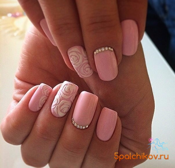 Объемная роза на ногтях