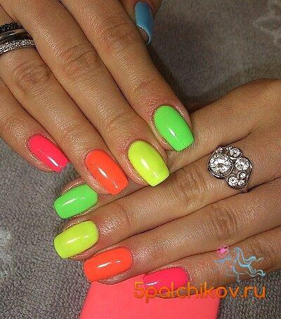 Разноцветные яркие ногти