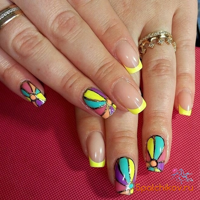 Красочный френч на ногтях