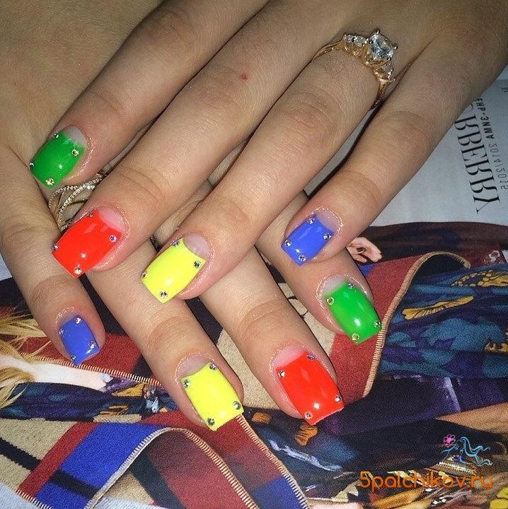 Дизайн неоновых ногтей