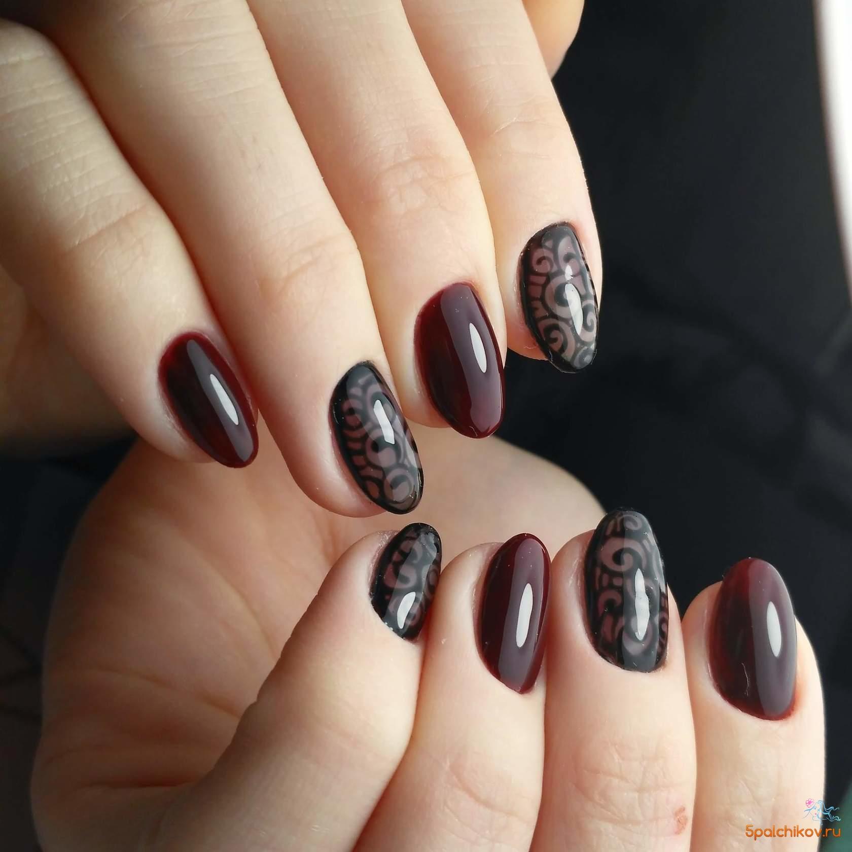 Матовые бордовые ногти с рисунком фото