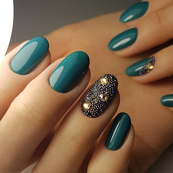 Дизайн ногтей в зеленом цвете